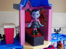 Read what mums thought to their Vampirina party boxes!