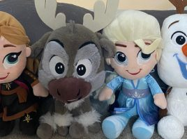 Spotted! Helen Flanaghan & children caught cuddling Frozen 2 Plush friends!